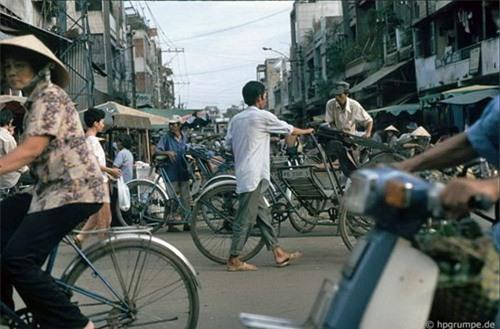 Kho ảnh khổng lồ về Việt Nam 1991-1993: Giao thông Sài Gòn Ảnh 17