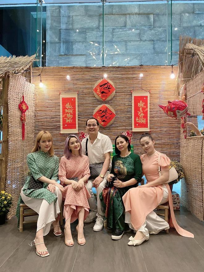 Chị em Thiều Bảo Trâm mặc áo dài chụp ảnh kỷ niệm Tết Ảnh 4
