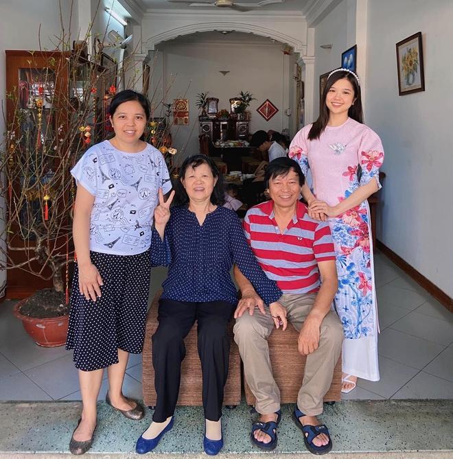 Chị em Thiều Bảo Trâm mặc áo dài chụp ảnh kỷ niệm Tết Ảnh 11