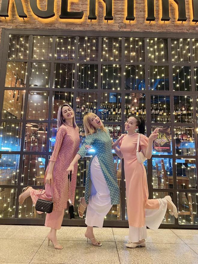 Chị em Thiều Bảo Trâm mặc áo dài chụp ảnh kỷ niệm Tết Ảnh 2