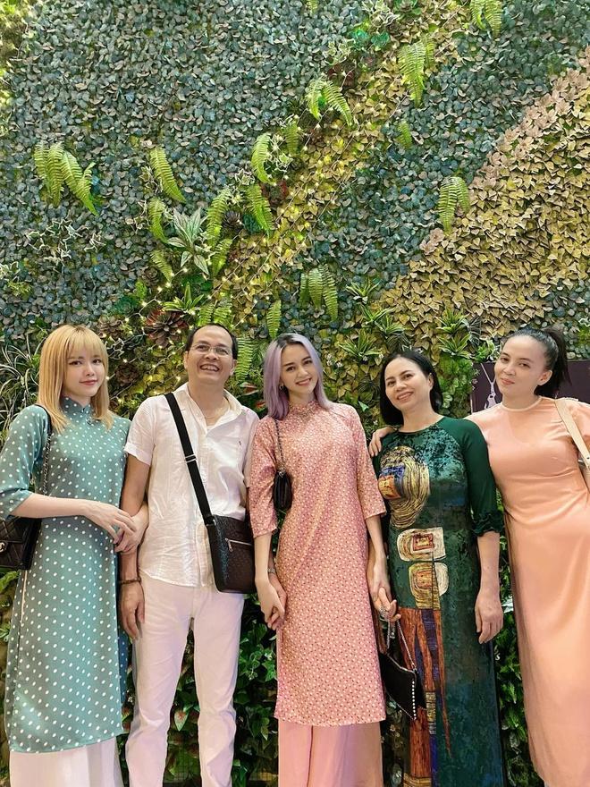 Chị em Thiều Bảo Trâm mặc áo dài chụp ảnh kỷ niệm Tết Ảnh 5
