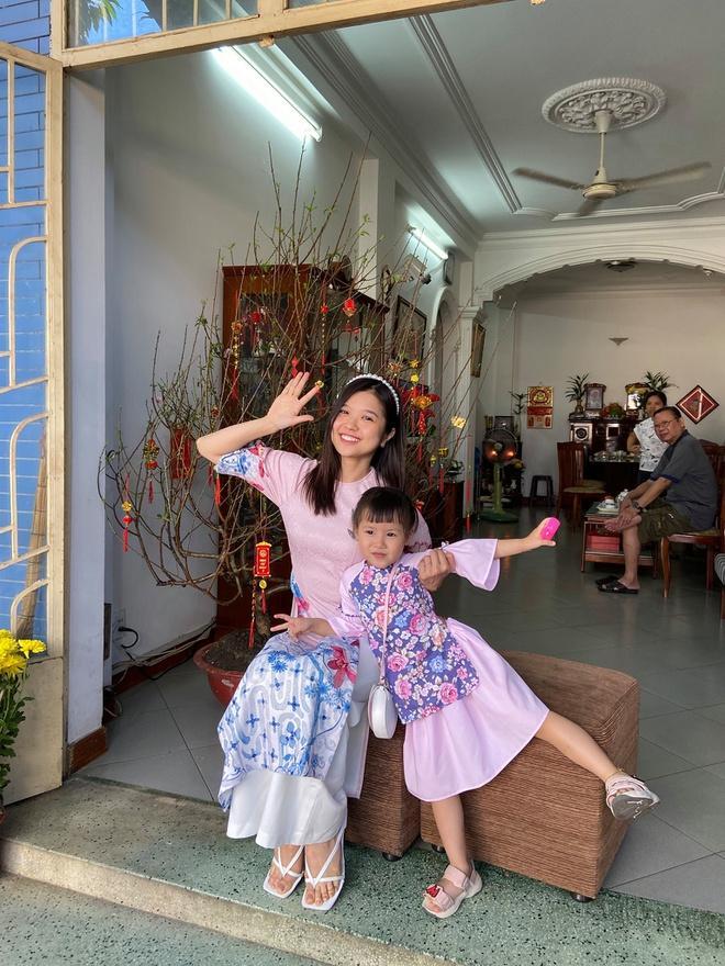 Chị em Thiều Bảo Trâm mặc áo dài chụp ảnh kỷ niệm Tết Ảnh 12