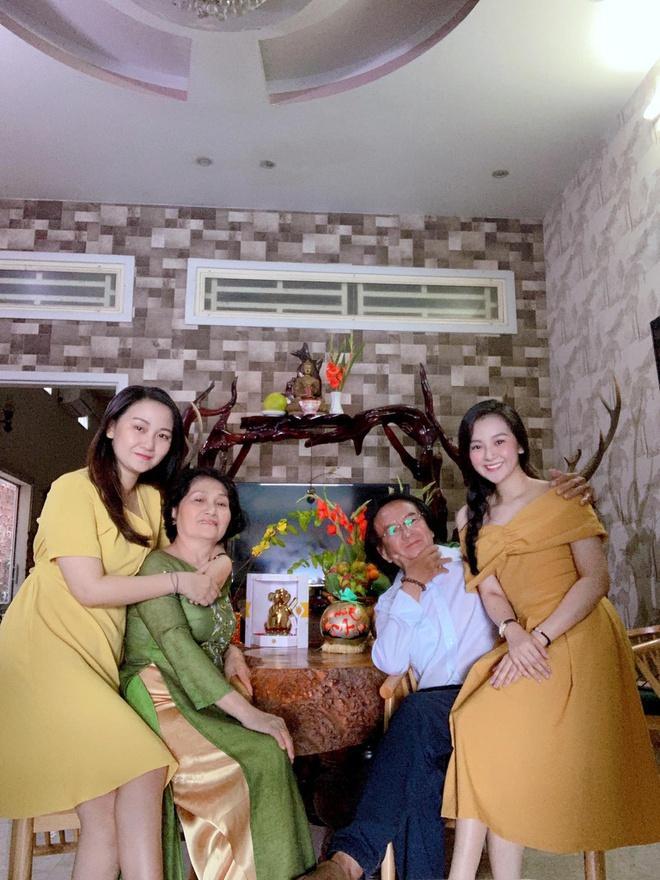 Chị em Thiều Bảo Trâm mặc áo dài chụp ảnh kỷ niệm Tết Ảnh 9