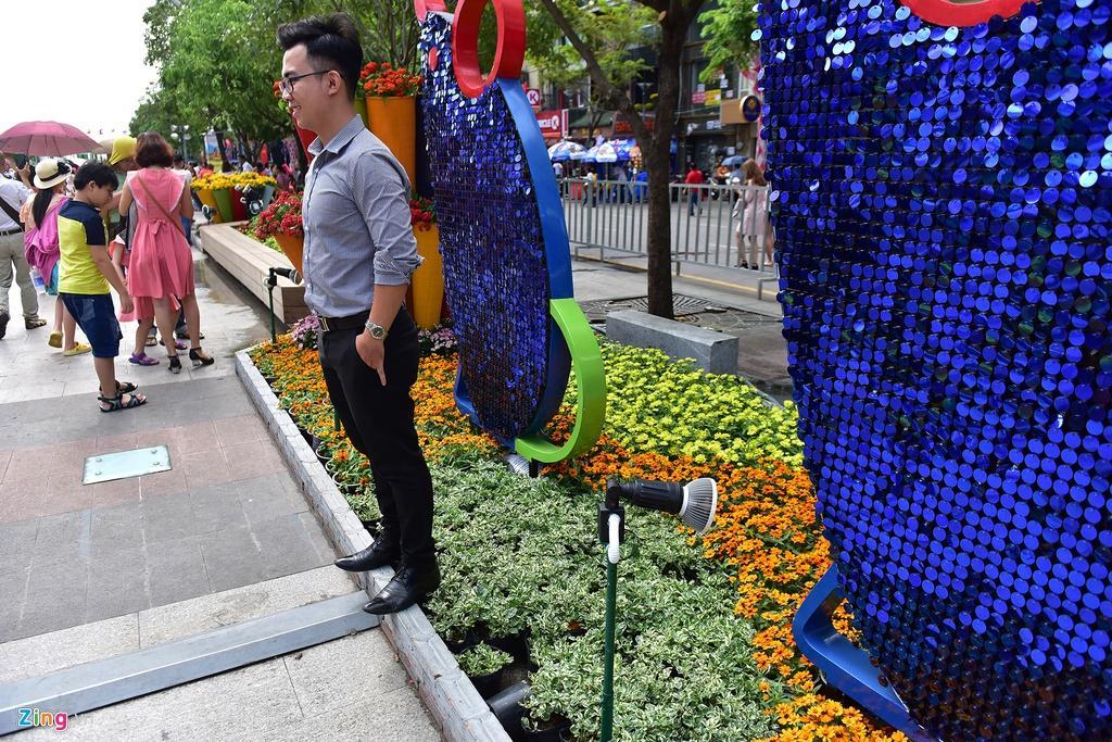 Chưa hết Tết, hàng trăm chậu hoa bị đạp nát ở đường hoa Nguyễn Huệ Ảnh 4