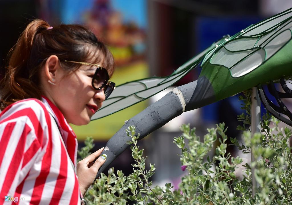 Chưa hết Tết, hàng trăm chậu hoa bị đạp nát ở đường hoa Nguyễn Huệ Ảnh 10