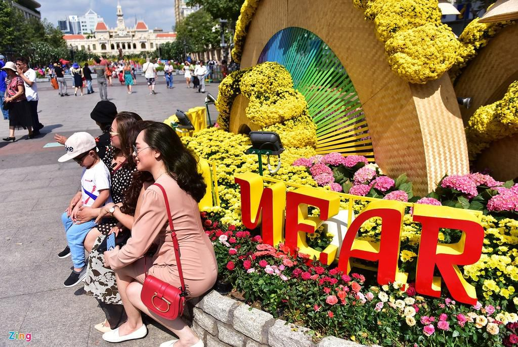 Chưa hết Tết, hàng trăm chậu hoa bị đạp nát ở đường hoa Nguyễn Huệ Ảnh 3