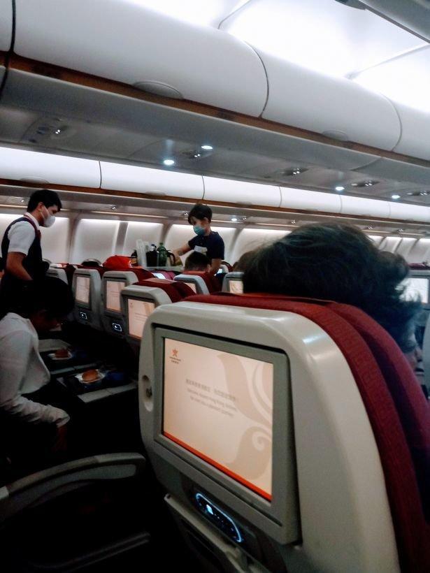 Sân bay Bắc Kinh vắng lặng như thị trấn bị bỏ hoang giữa 'bão' virus corona Ảnh 2