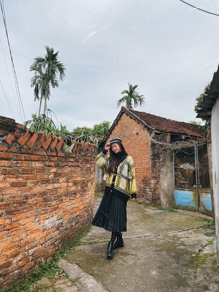 'Bế mạc' 3 ngày Tết: H'Hen Niê - Hương Giang chiêu mộ sắc đen trắng, Đặng Thu Thảo - Minh Tú tưởng đối lập ai ngờ như chị với em Ảnh 8