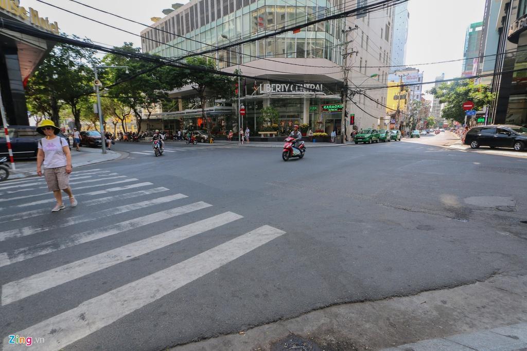 Đường vắng, quán đóng cửa khi ngưng đón khách Trung Quốc ở Nha Trang Ảnh 13