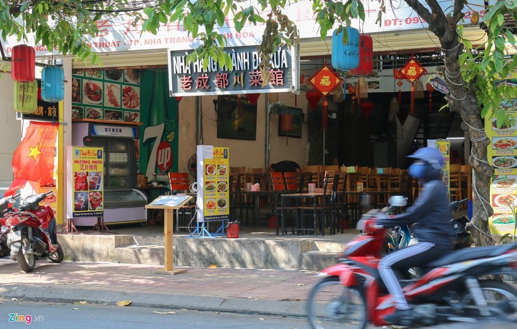 Đường vắng, quán đóng cửa khi ngưng đón khách Trung Quốc ở Nha Trang Ảnh 5