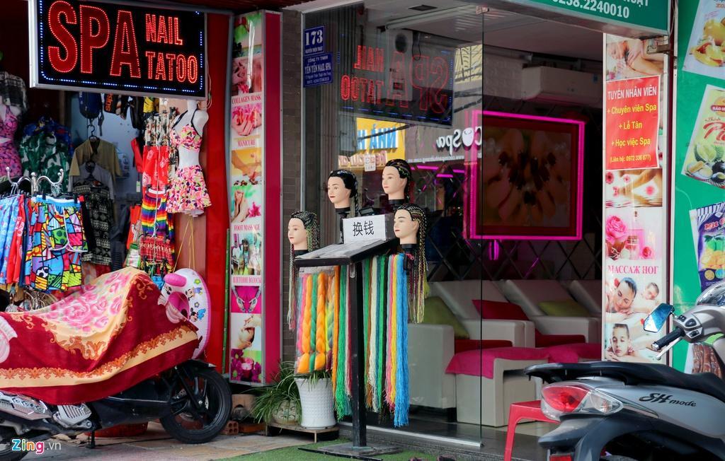 Đường vắng, quán đóng cửa khi ngưng đón khách Trung Quốc ở Nha Trang Ảnh 7