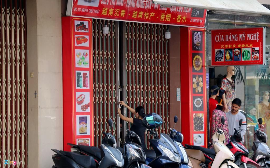 Đường vắng, quán đóng cửa khi ngưng đón khách Trung Quốc ở Nha Trang Ảnh 3