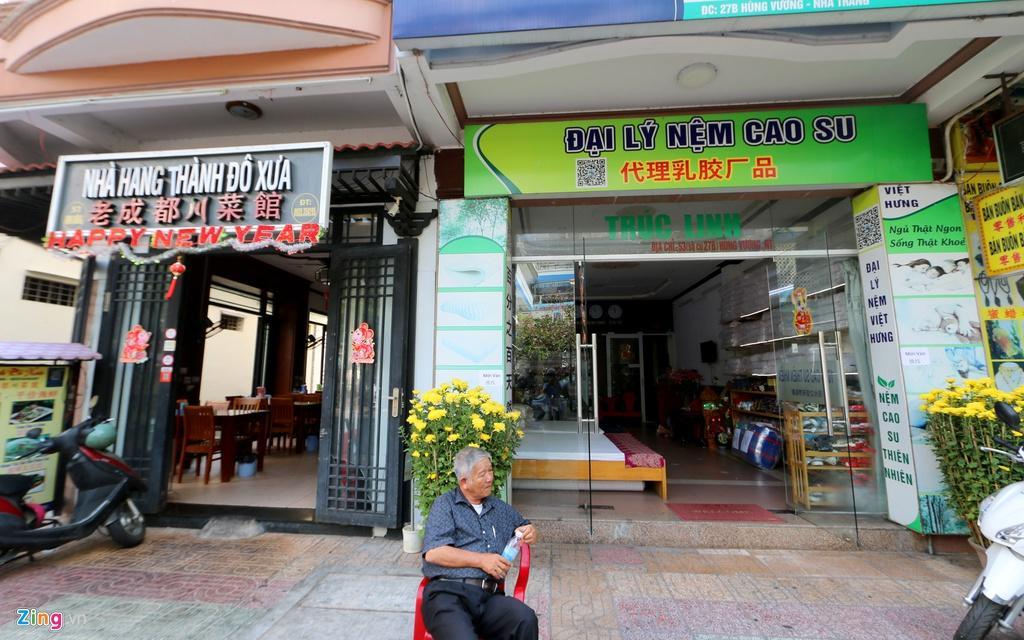 Đường vắng, quán đóng cửa khi ngưng đón khách Trung Quốc ở Nha Trang Ảnh 12