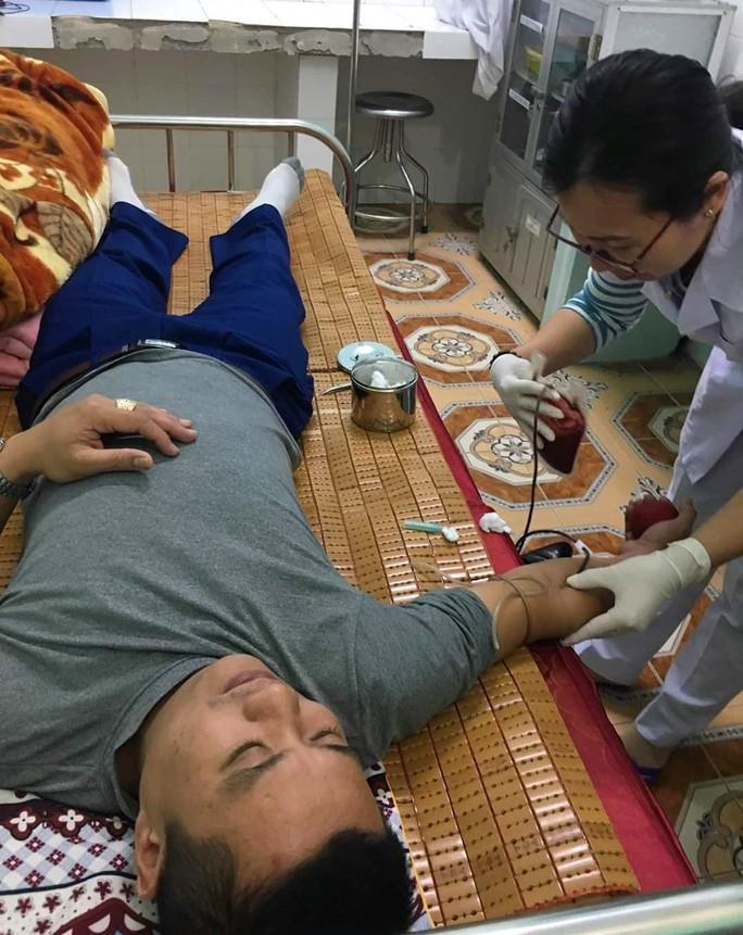 Bác sĩ bỏ ăn Tết, vào bệnh viện hiến máu cứu sản phụ vỡ thai ngoài tử cung Ảnh 2