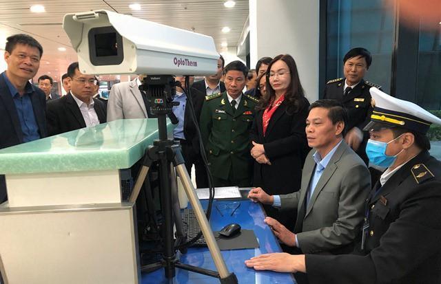 3 người bay từ TP.HCM ra Hải Phòng sốt cao, một người bỏ đi chưa rõ tung tích Ảnh 1