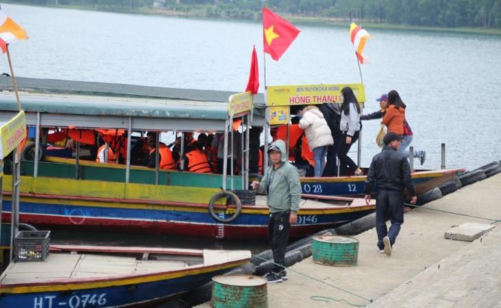 Hà Tĩnh: Hàng nghìn du khách về khai hội chùa Hương Tích Ảnh 5