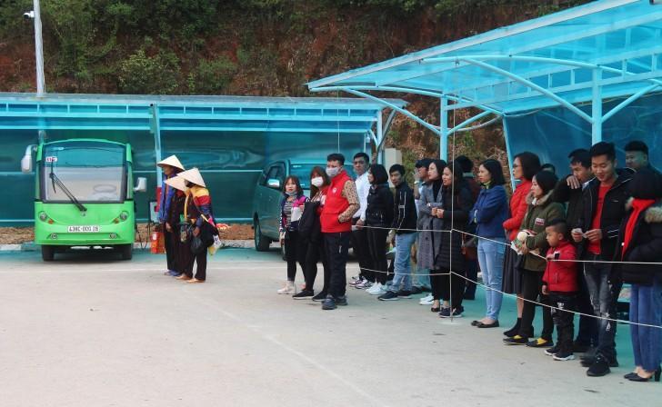 Hà Tĩnh: Hàng nghìn du khách về khai hội chùa Hương Tích Ảnh 6
