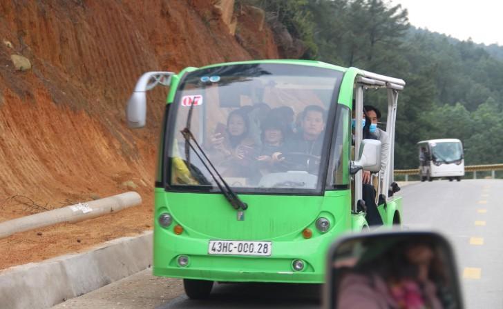 Hà Tĩnh: Hàng nghìn du khách về khai hội chùa Hương Tích Ảnh 7