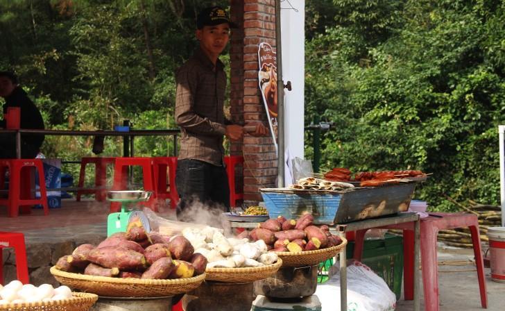 Hà Tĩnh: Hàng nghìn du khách về khai hội chùa Hương Tích Ảnh 8