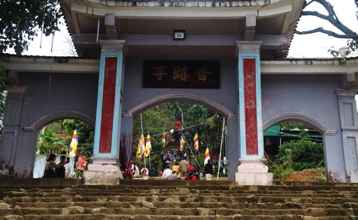 Hà Tĩnh: Hàng nghìn du khách về khai hội chùa Hương Tích Ảnh 9
