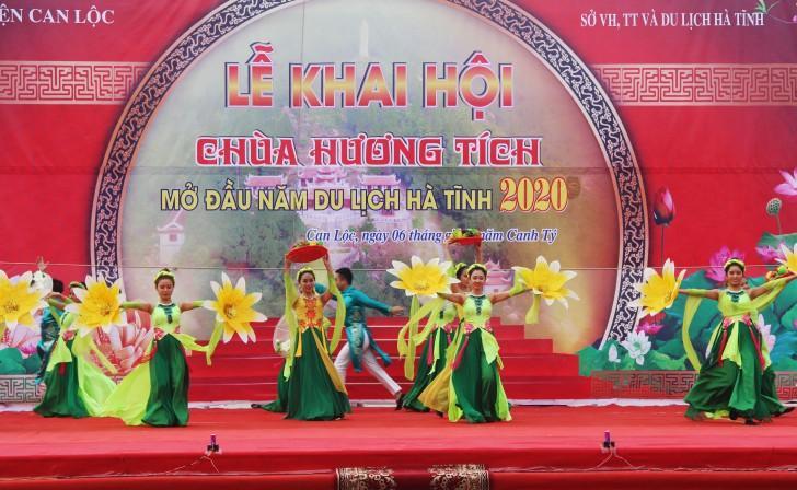 Hà Tĩnh: Hàng nghìn du khách về khai hội chùa Hương Tích Ảnh 2