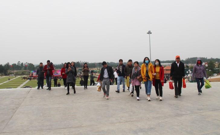 Hà Tĩnh: Hàng nghìn du khách về khai hội chùa Hương Tích Ảnh 3