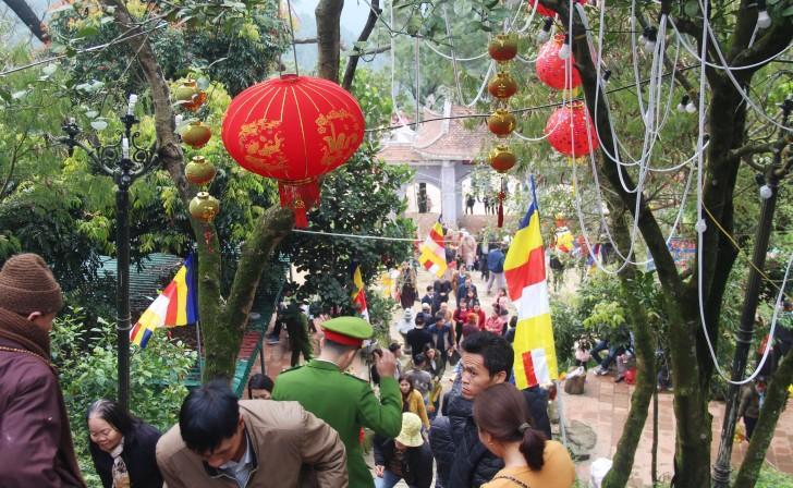 Hà Tĩnh: Hàng nghìn du khách về khai hội chùa Hương Tích Ảnh 10