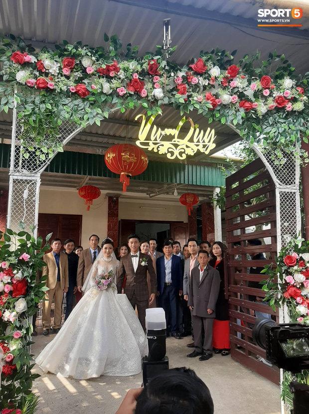 Cô dâu Nhật Linh xinh đẹp bên chú rể Văn Đức trong ngày cưới Ảnh 2