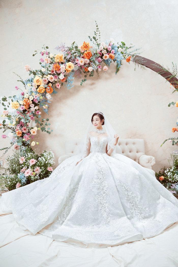 Cô dâu Nhật Linh xinh đẹp bên chú rể Văn Đức trong ngày cưới Ảnh 7