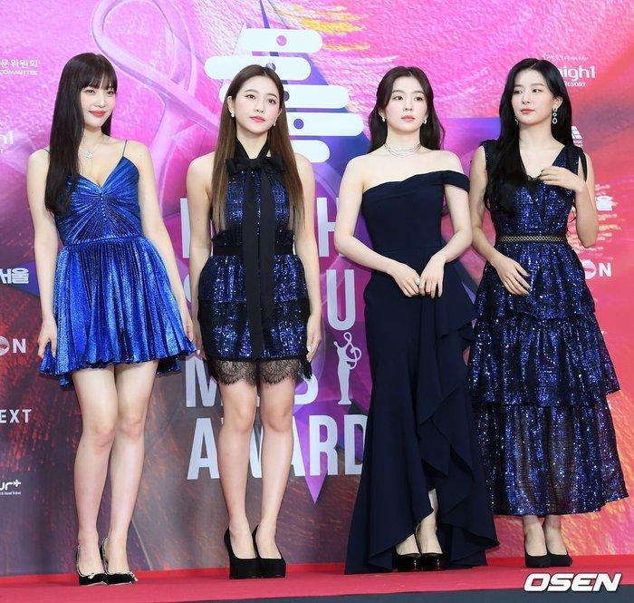 Fan xôn xao chuyện 'chị em mượn đồ': Joy (Red Velvet) diện váy tại Seoul Music Awards 2020 'đụng hàng' Taeyeon (SNSD) Ảnh 2