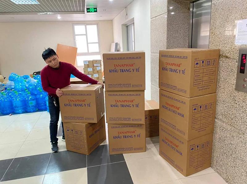 Phát miễn phí 30.000 chiếc khẩu trang cho các bệnh viện tại Hà Nội Ảnh 1