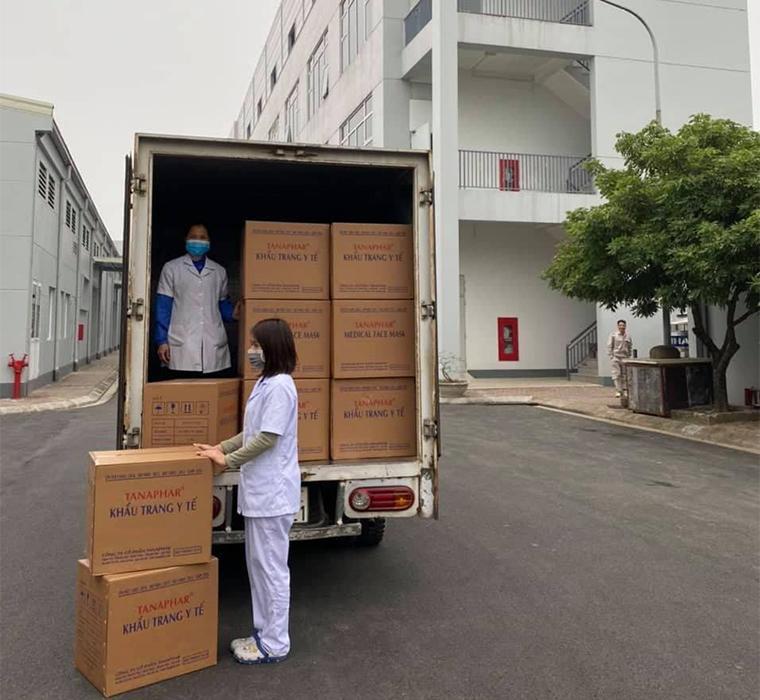 Phát miễn phí 30.000 chiếc khẩu trang cho các bệnh viện tại Hà Nội Ảnh 2