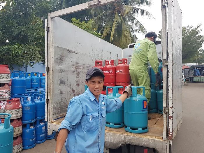Giá gas giảm 17.000 đồng/bình 12kg Ảnh 1