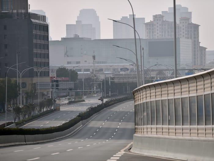 Kinh ngạc Vũ Hán trước và sau khi trở thành 'thành phố ma' Ảnh 8