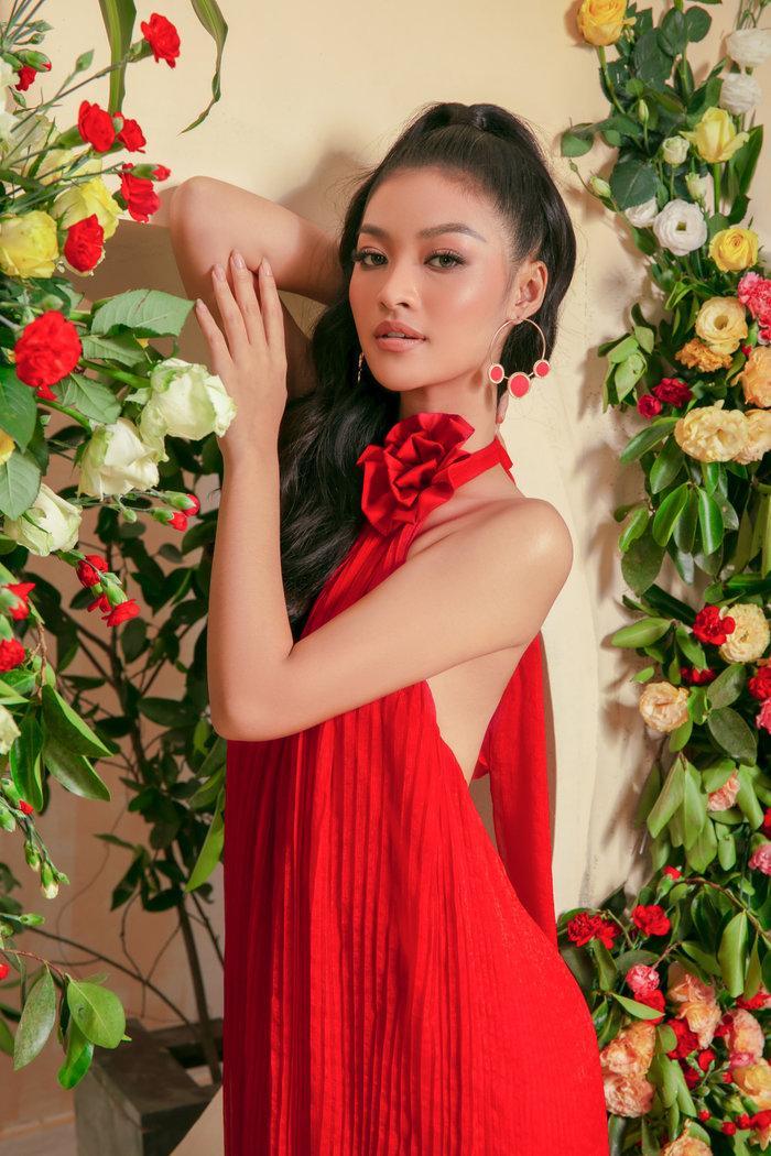 Á hậu Kiều Loan khoe dáng gợi cảm khi đọ sắc cùng mỹ nhân lai nóng bỏng Ảnh 3
