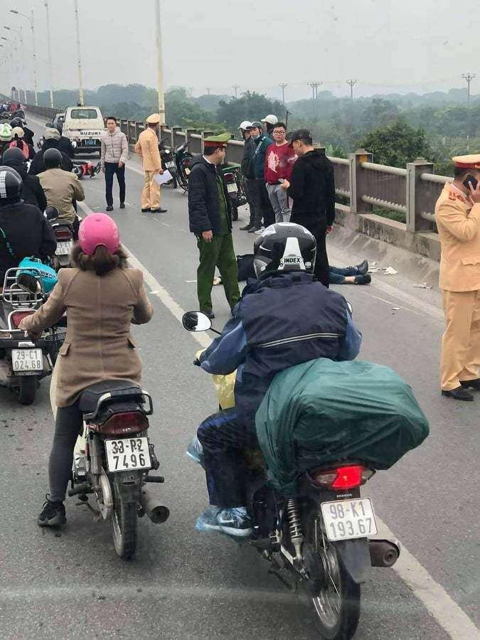 Hà Nội: Danh tính thanh niên đi xe máy tử vong trên cầu Vĩnh Tuy Ảnh 1