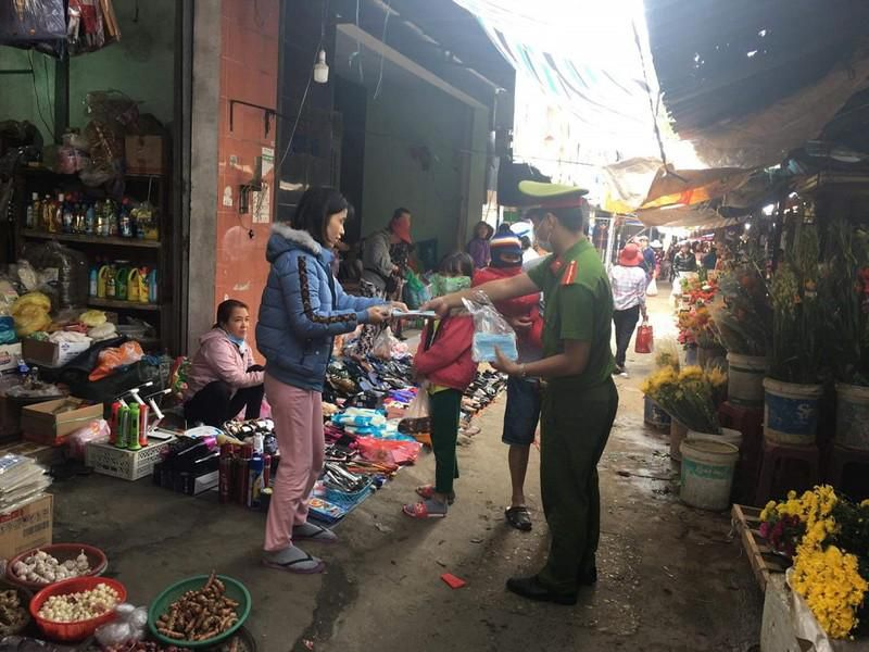 Đà Nẵng phát khẩu trang, tổng vệ sinh môi trường phòng dịch Ảnh 3