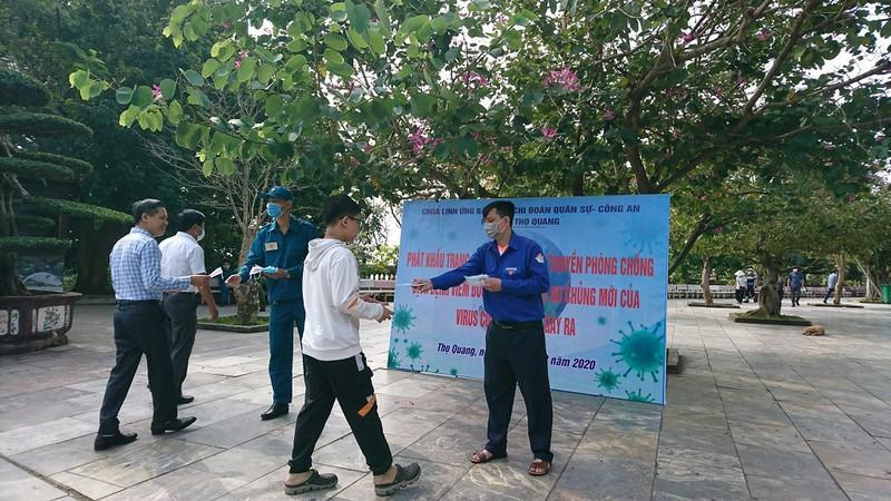 Đà Nẵng phát khẩu trang, tổng vệ sinh môi trường phòng dịch Ảnh 2