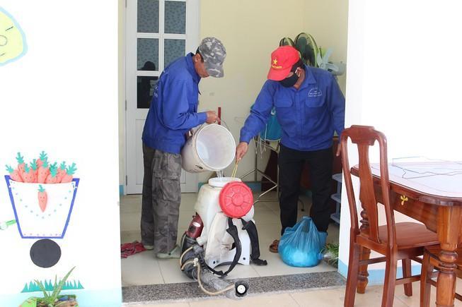 Đà Nẵng phát khẩu trang, tổng vệ sinh môi trường phòng dịch Ảnh 1