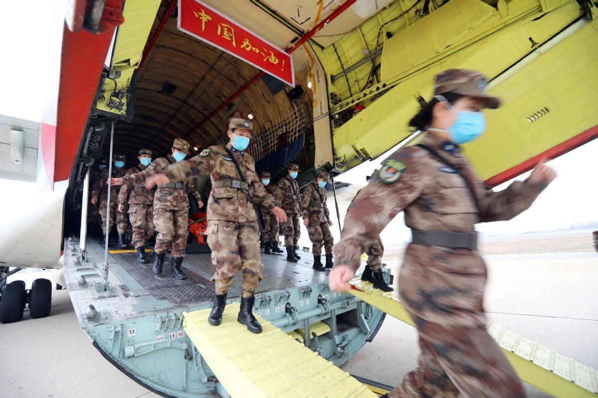 Cách ly tất cả người nghi nhiễm coronavirus ở Vũ Hán, Không quân TQ điều máy bay Ảnh 1