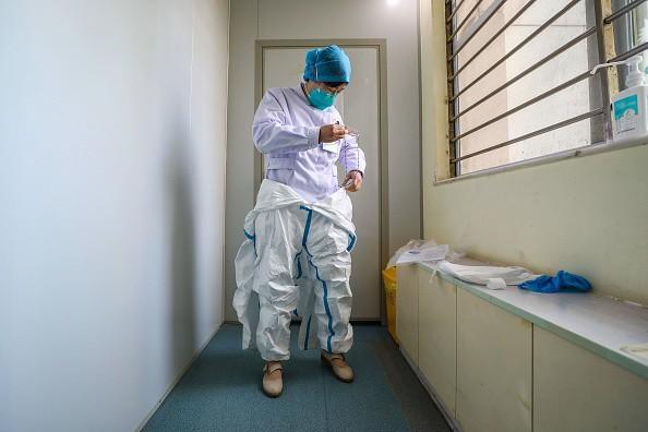 Cách ly tất cả người nghi nhiễm coronavirus ở Vũ Hán, Không quân TQ điều máy bay Ảnh 2