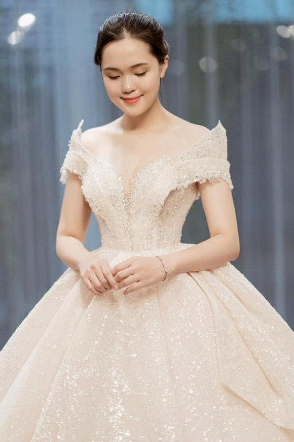 Hé lộ hình ảnh đầu tiên về chiếc váy cưới của Quỳnh Anh trước ngày lên xe hoa với Duy Mạnh Ảnh 1
