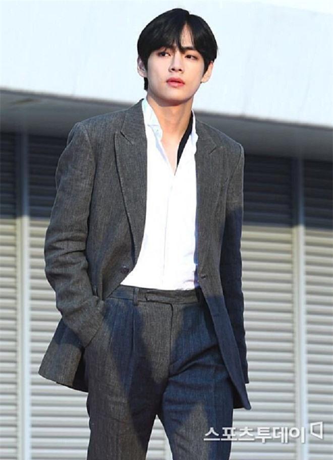 Mãn nhãn gu thời trang 'chất lừ' của anh chàng 'đẹp trai nhất thế giới' Ảnh 4