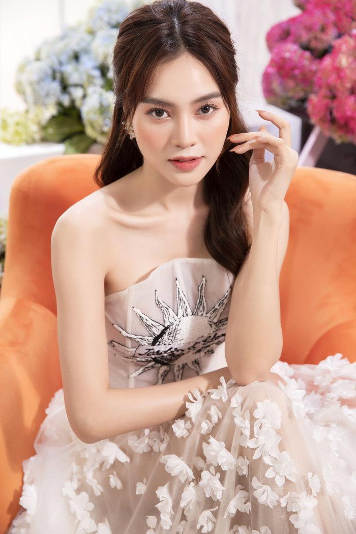 Chán ăn diện sang chảnh, Ninh Dương Lan Ngọc bỗng xinh như tiên nữ với váy bánh bèo Ảnh 4