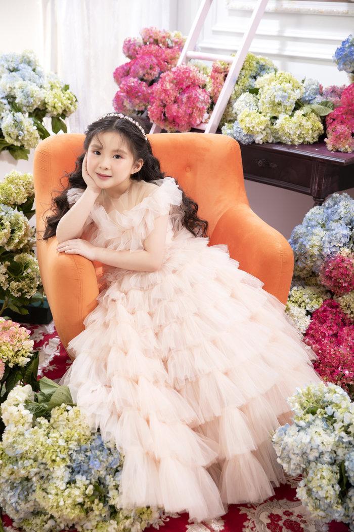 Chán ăn diện sang chảnh, Ninh Dương Lan Ngọc bỗng xinh như tiên nữ với váy bánh bèo Ảnh 8