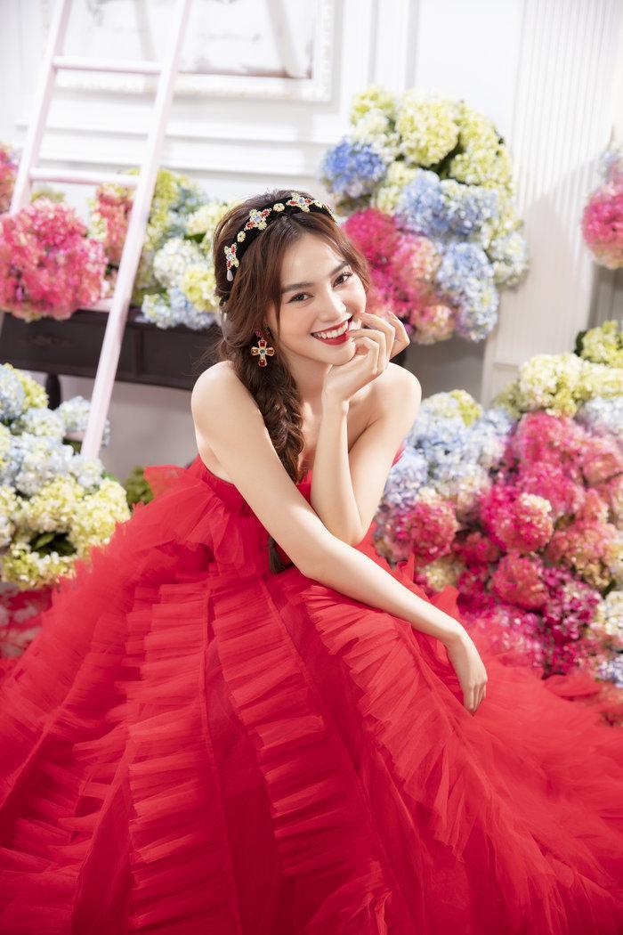 Chán ăn diện sang chảnh, Ninh Dương Lan Ngọc bỗng xinh như tiên nữ với váy bánh bèo Ảnh 14