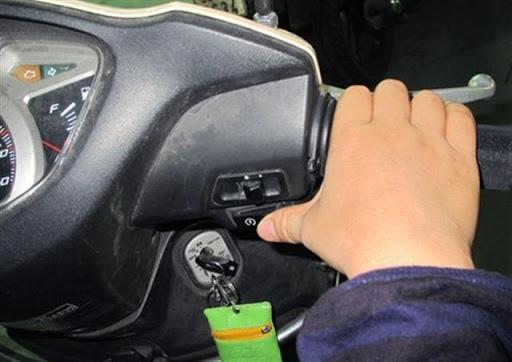 5 thói quen vừa làm hỏng xe, vừa gây nguy hiểm khi điều khiển xe tay ga Ảnh 5