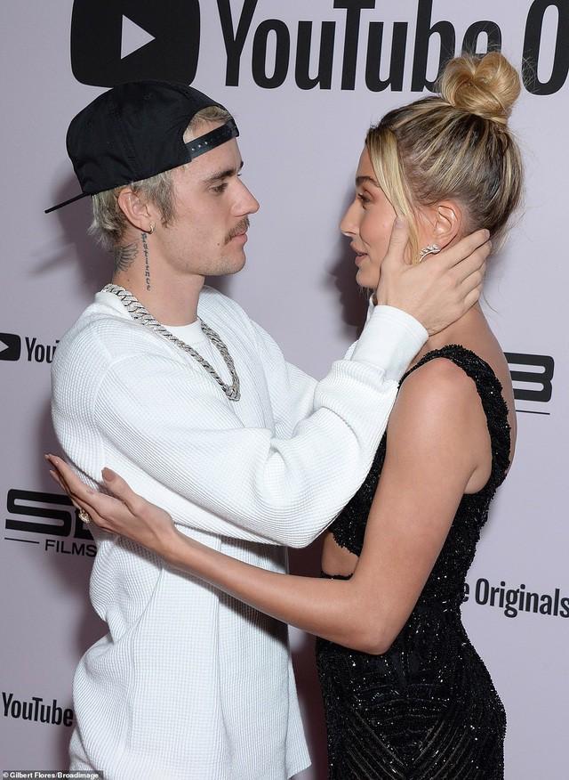 Justin Bieber mặc bộ đồ hồng rực, sành điệu đến phòng thu cùng bà xã Ảnh 8