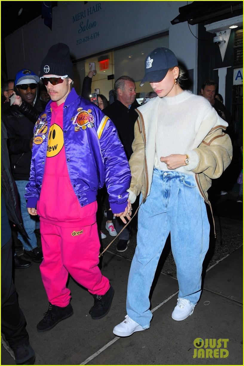 Justin Bieber mặc bộ đồ hồng rực, sành điệu đến phòng thu cùng bà xã Ảnh 5