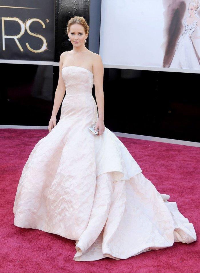 Anne Hathaway, Charlize Theron, Nicole Kidman, Angelina Jolie…mặc gì trong lần đầu tiên nhận giải Oscar? Ảnh 15